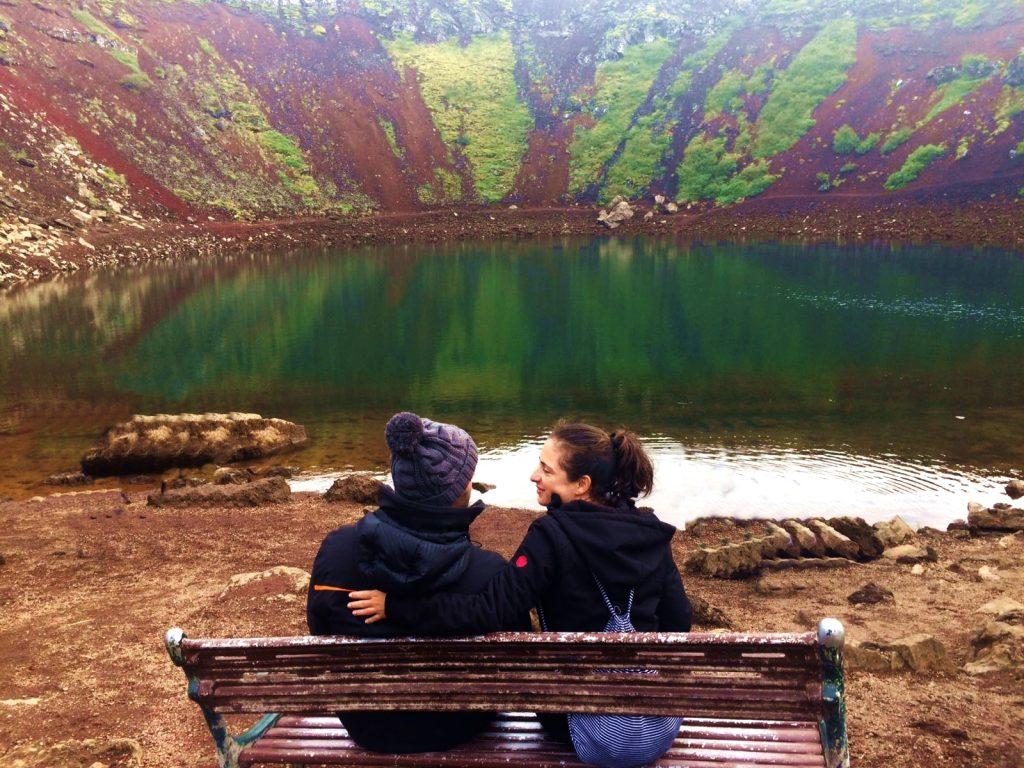 Banco en cráter Kerið