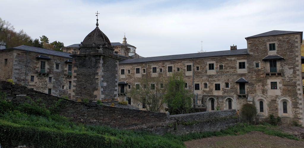Monasterio de Samos con el palomar