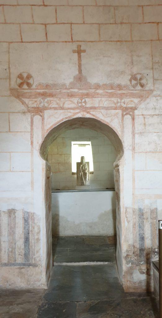 Interior de la capilla del ciprés