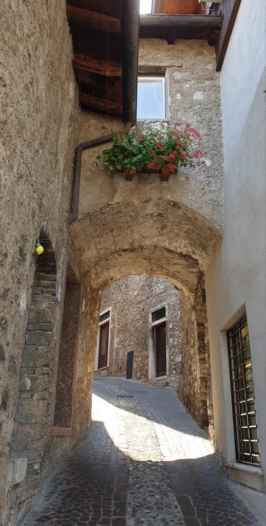 Callejuela del casco antiguo de Limone sul Garda