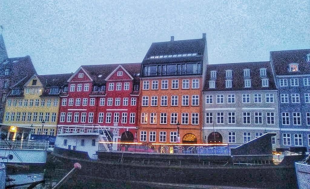 Nyhavn con niebla