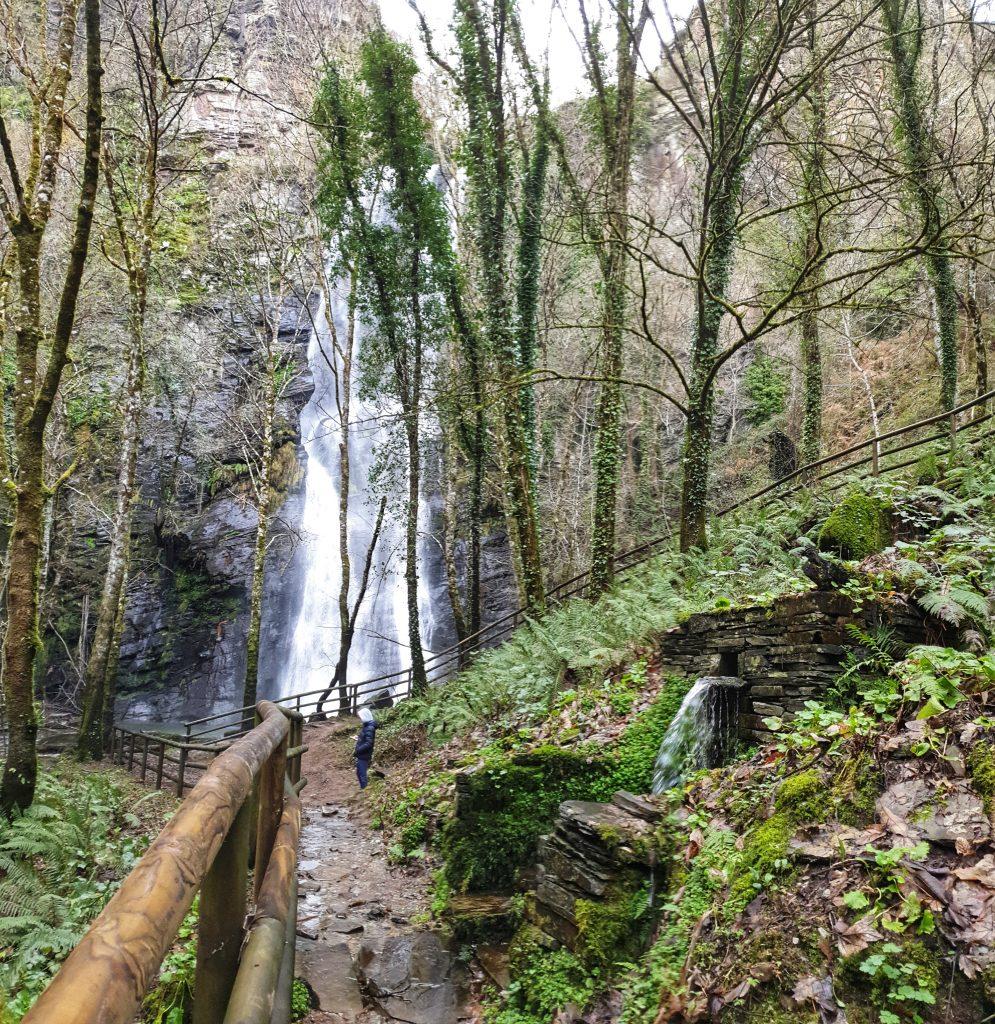 Fuente y cascada de Vilagocende