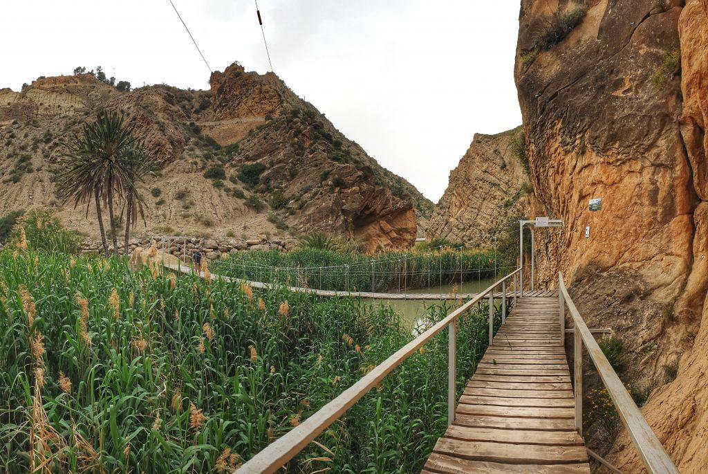 Puente colgante y tirolina en el Valle de Ricote
